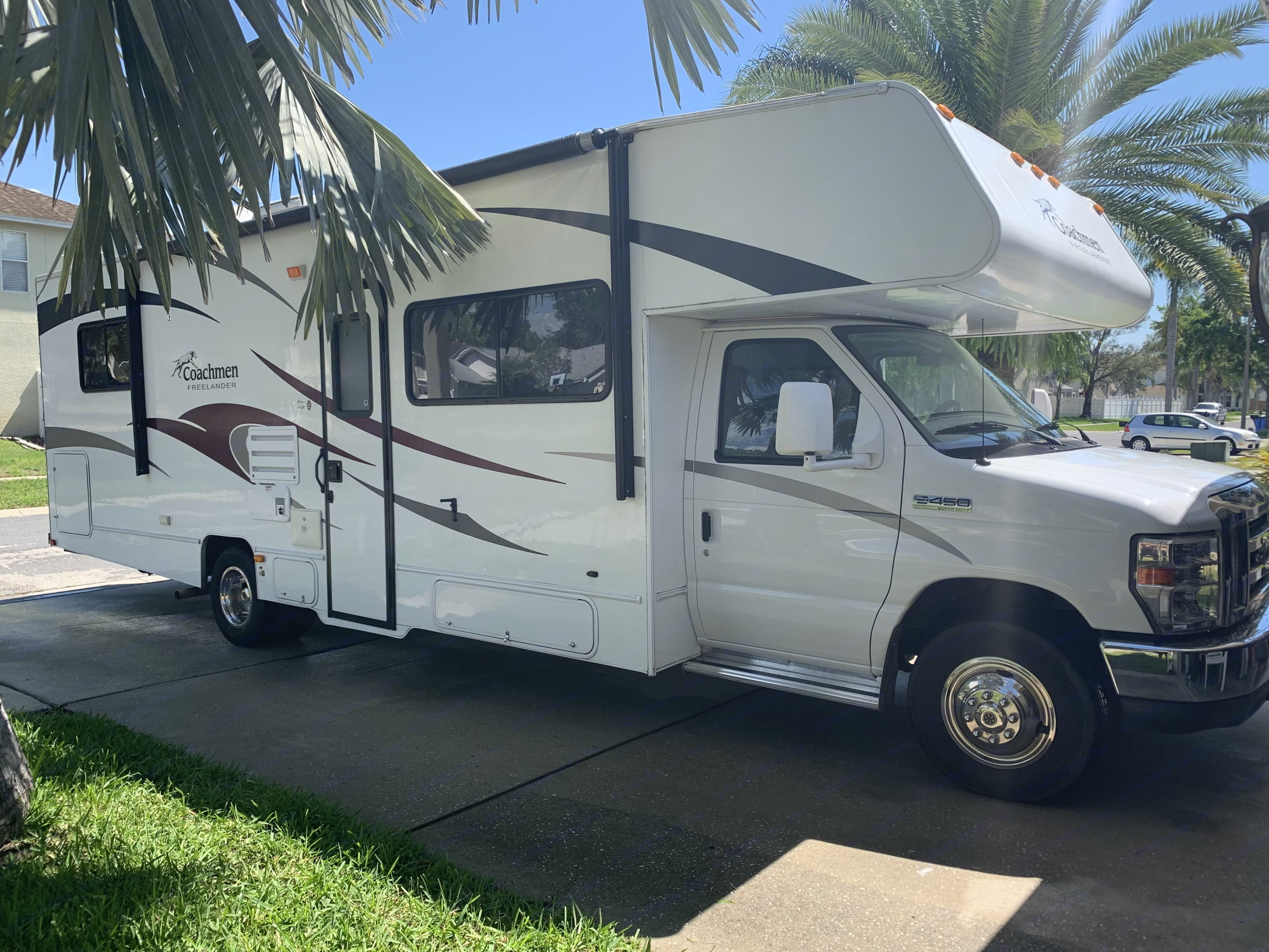 RV all clean and ready to check out!. Coachmen Freelander 2011