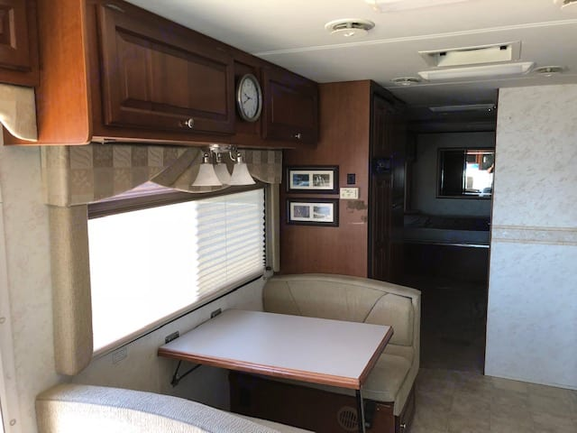 Thor Motor Coach Four Winds Infinity 2003