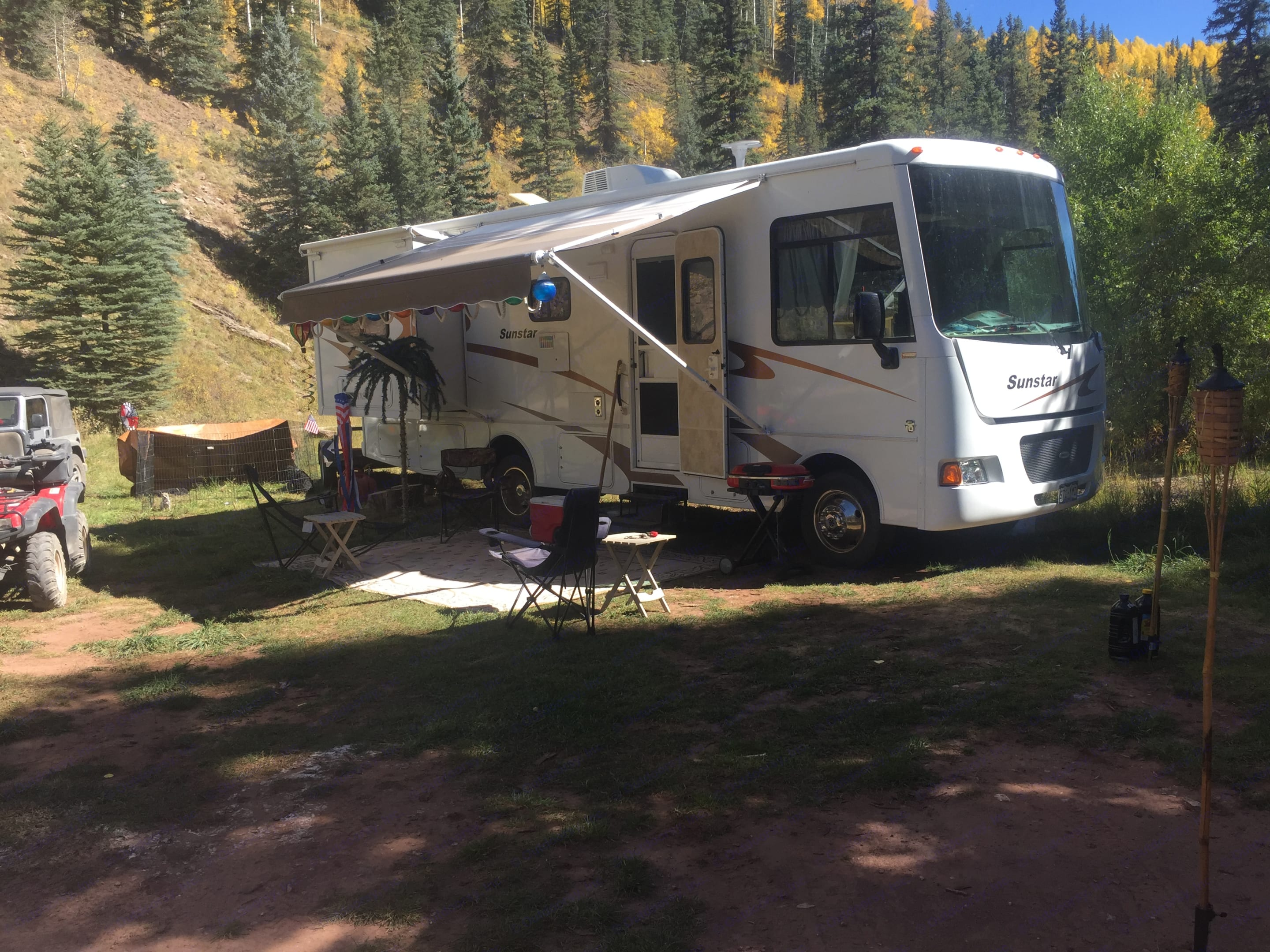 Lawn chairs, carpet for outdoor seating under awning.. Winnebago Itasca Sunstar 2012