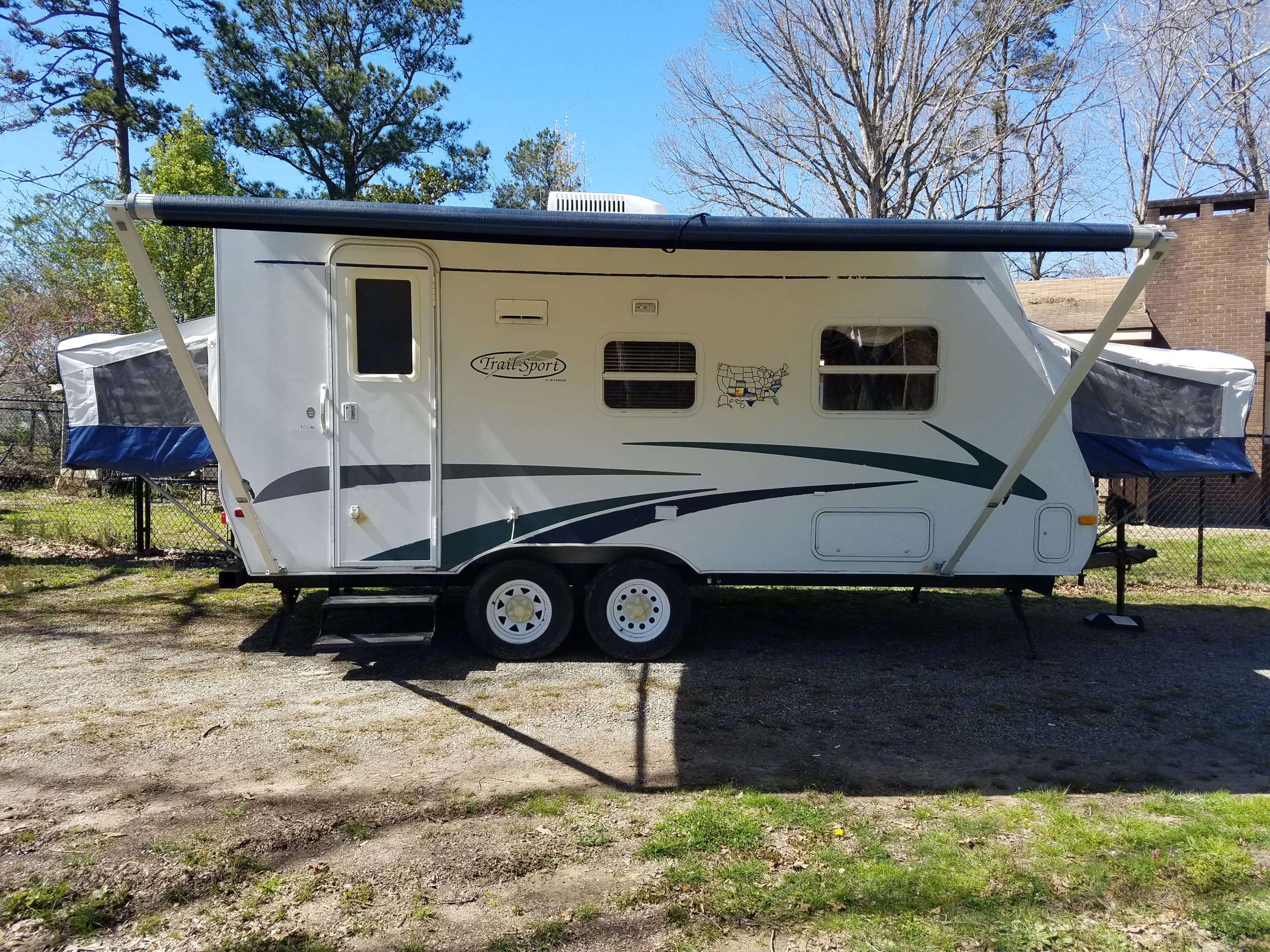 Plenty of room, awning, queen bed, double bed, fold down sofa. R-Vision Trail-Sport TSE19 2006