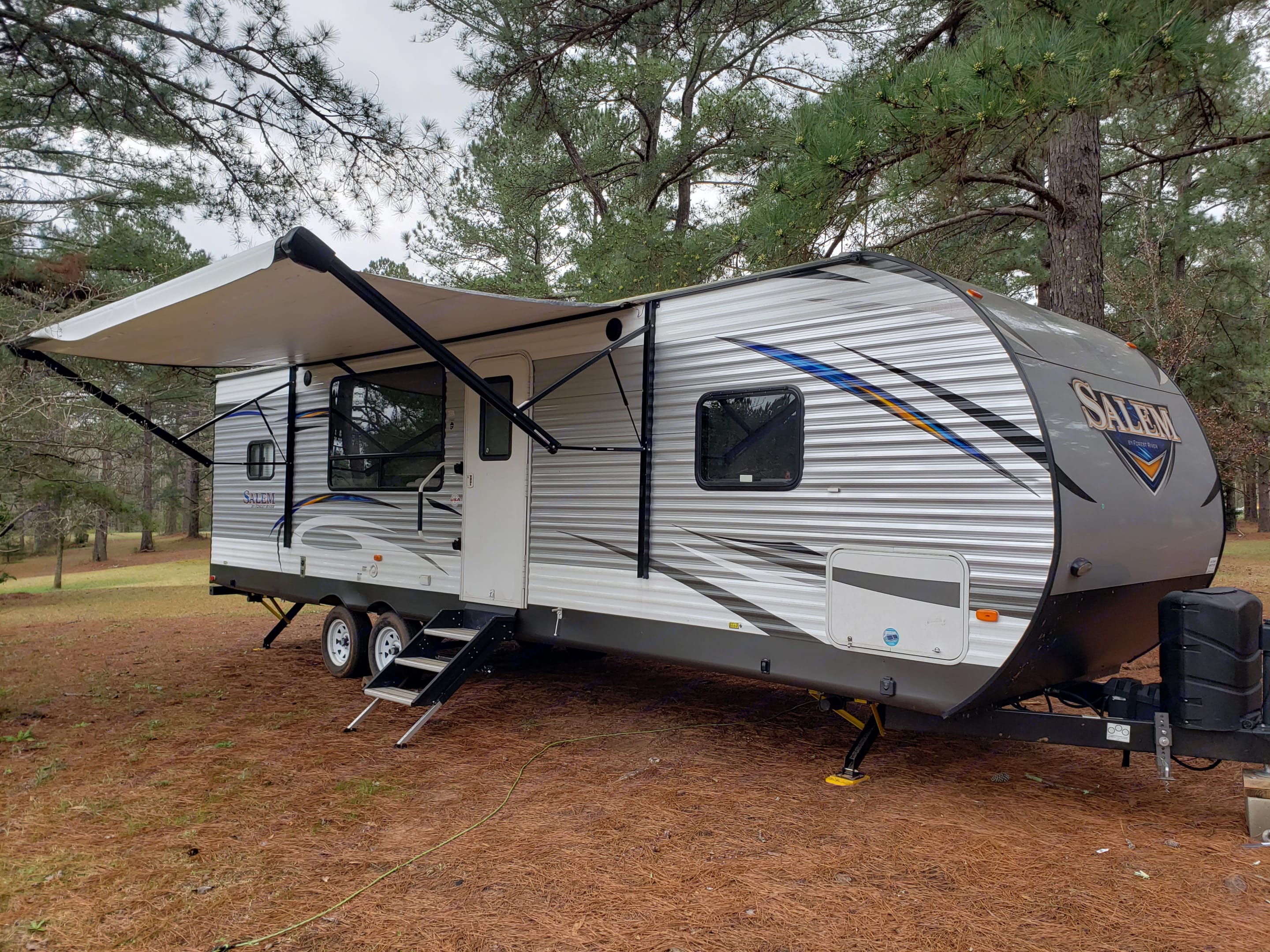 Electric awning, easy fold out stairs, outdoor speakers and LED lighting. . Forest River Salem 2018