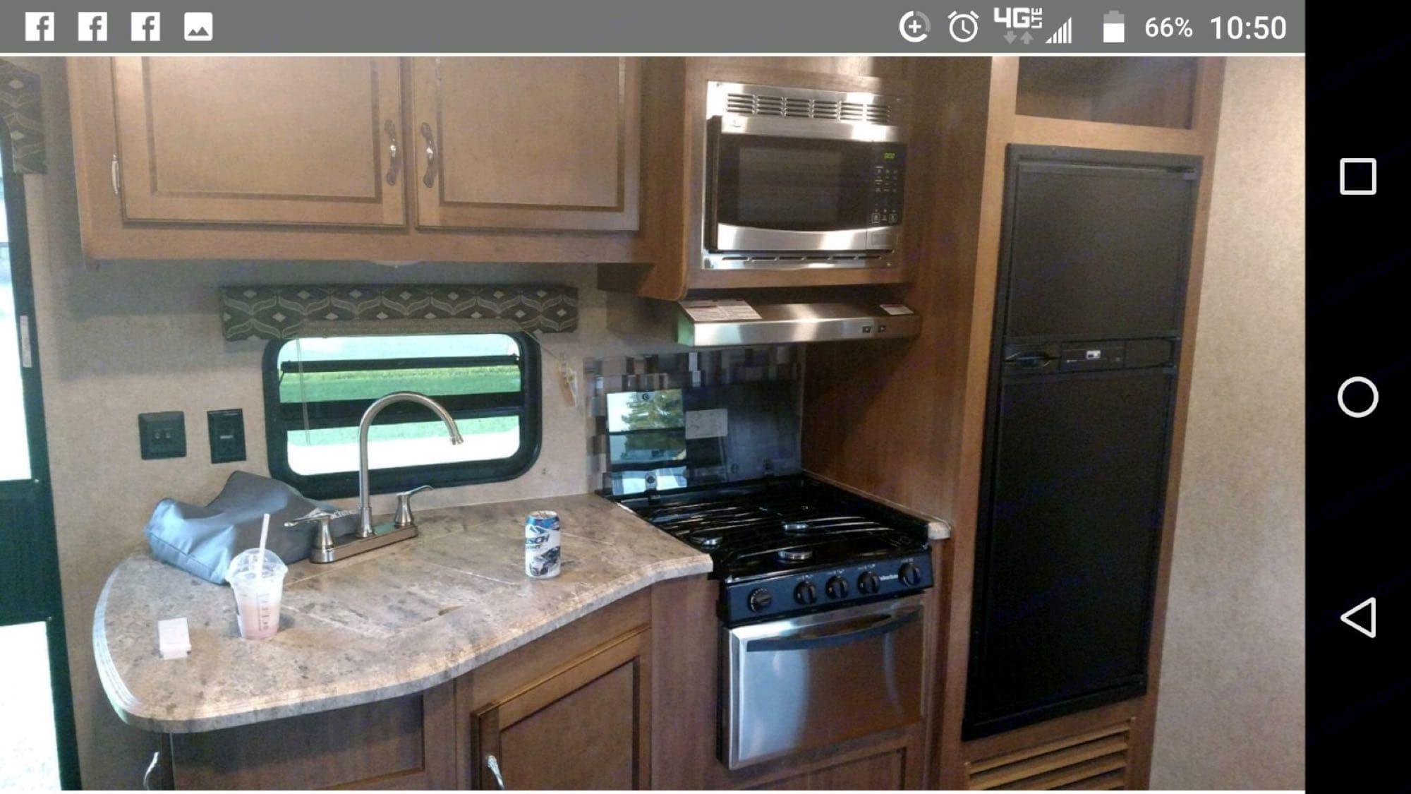 kitchen. Coachmen Catalina 2017
