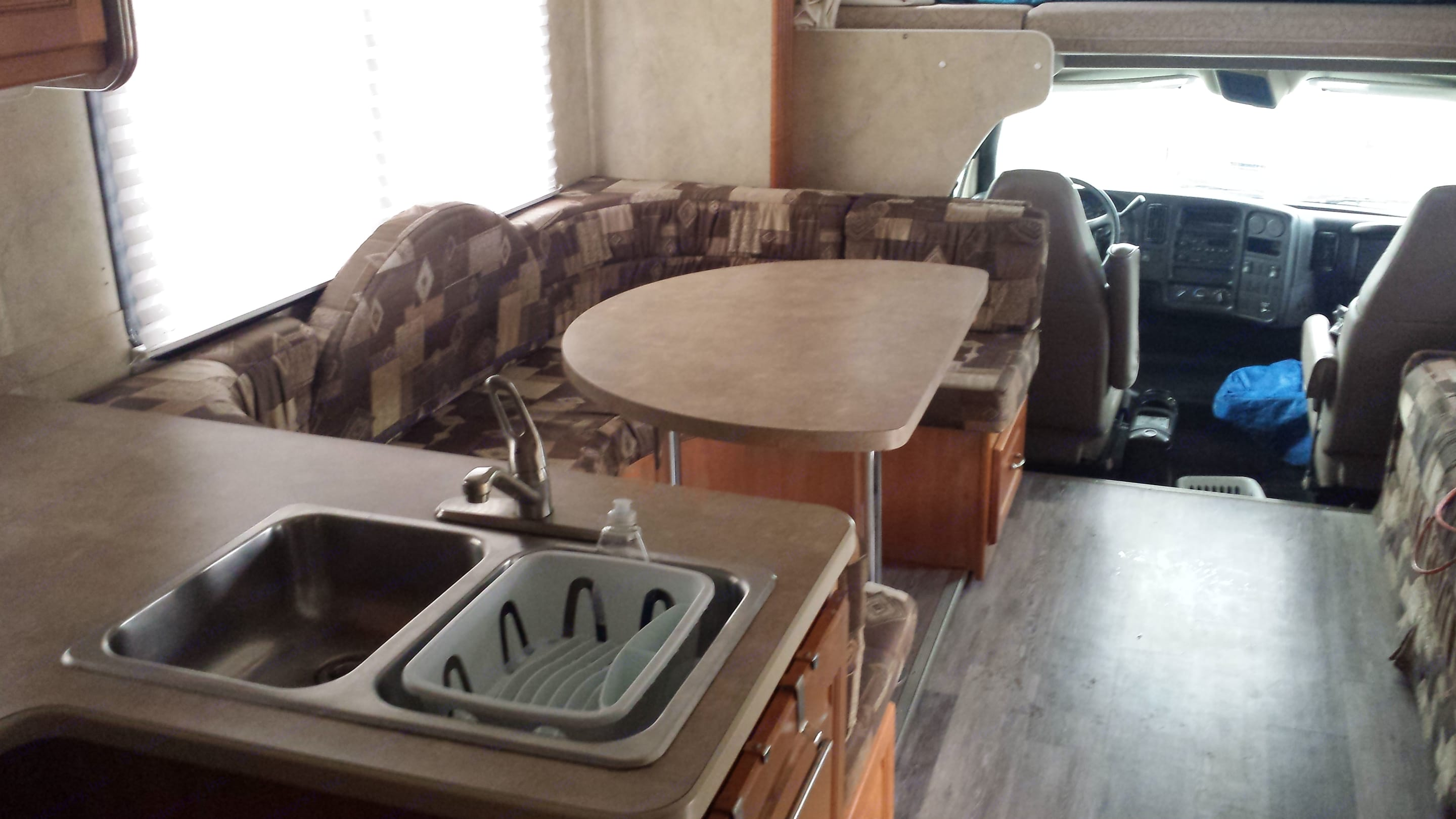 Kitchen; dining room. chevy C5500 2008
