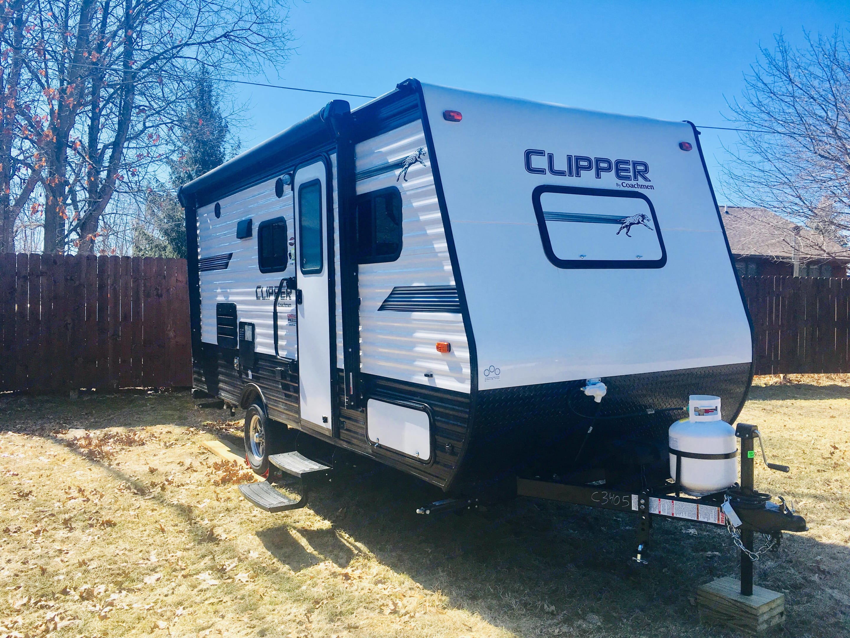 Front window closes for travel and aerodynamic front profile.  Double Steps for entry, Grab Handle by door for extra safety when coming and going!  Power Awning to help your camping get started fast!. Coachmen Clipper 2019