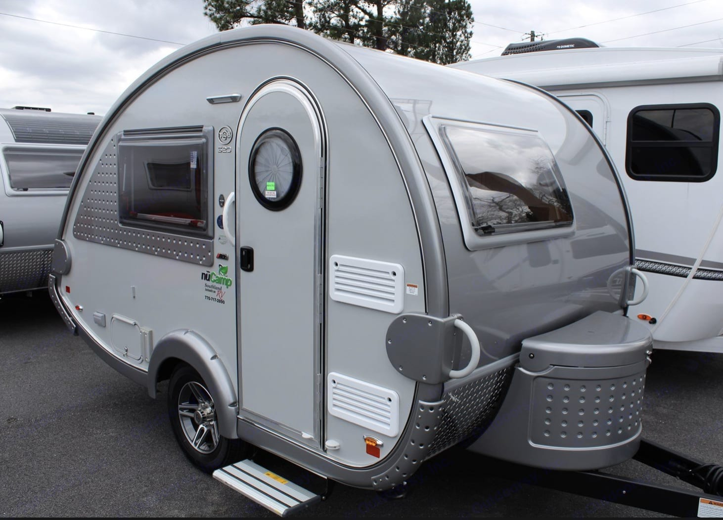 Classic Teardrop design with a modern twist — fabulous glamping amenities from TV to shower, stove, heat/AC, hot water, refrigerator and more! . T@B 320 RS 2019