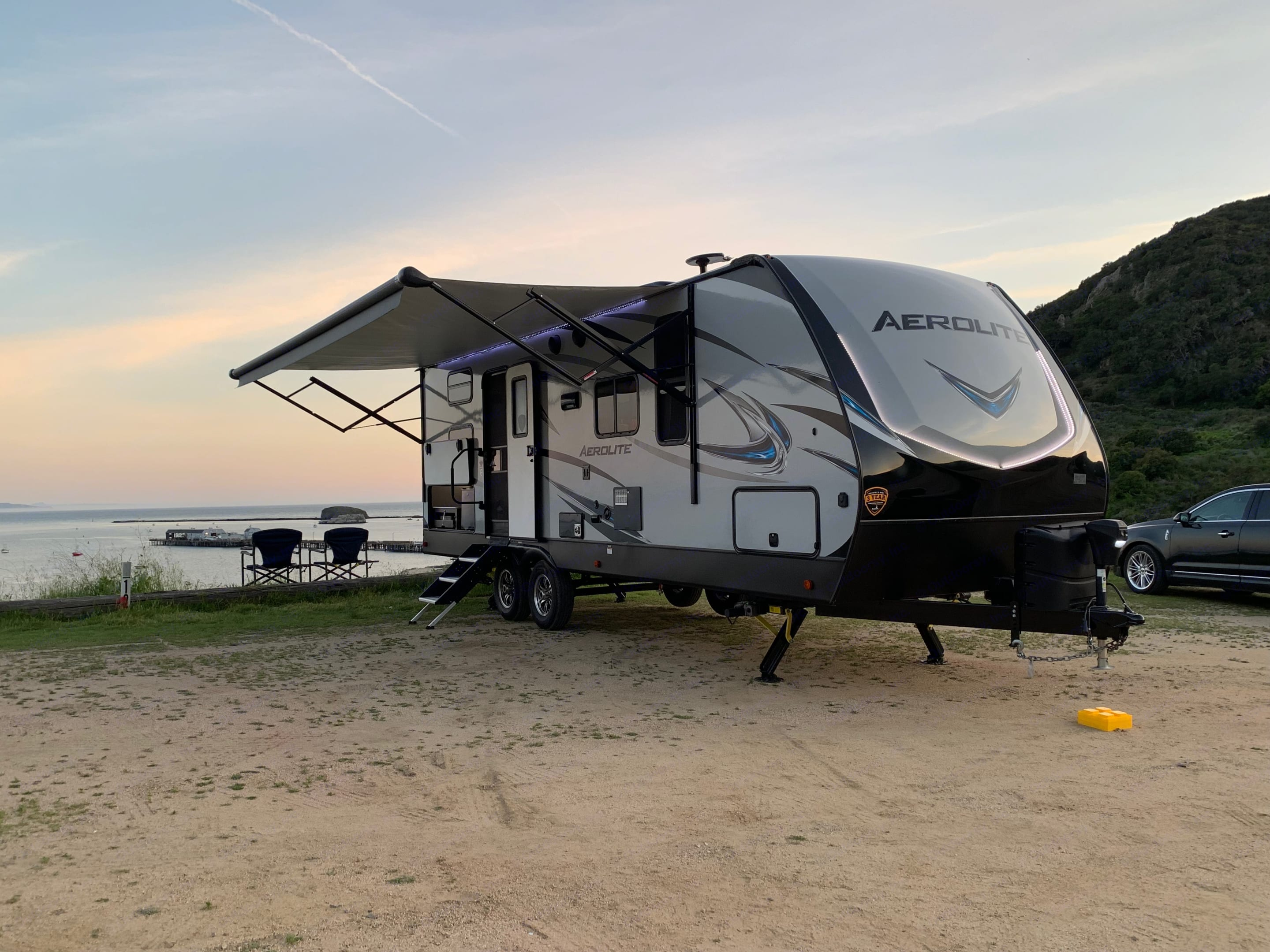 Enjoy the outdoor living with the extras this trailer has to offer.. Dutchmen Aerolite 2018