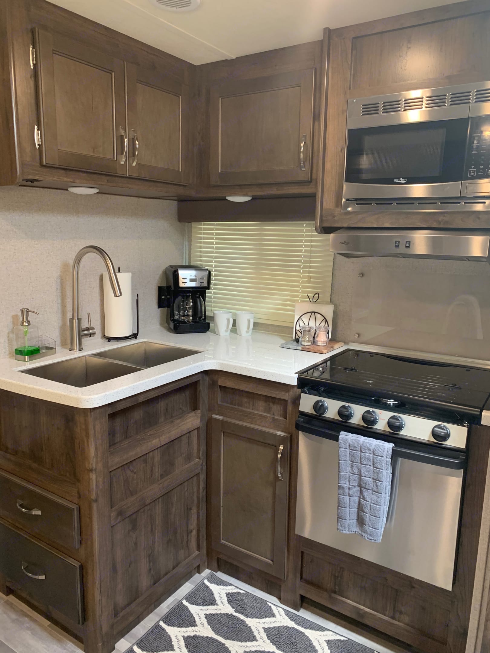 Nice size kitchen with double sink with lid to make more counter space, full size coffee pot, stove/oven and microwave.. Dutchmen Aerolite 2018