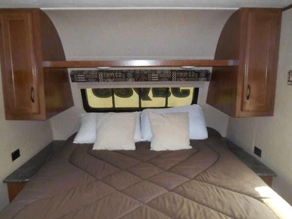 Interior short queen bed with front window. . Jayco Jay Flight SLX 2016