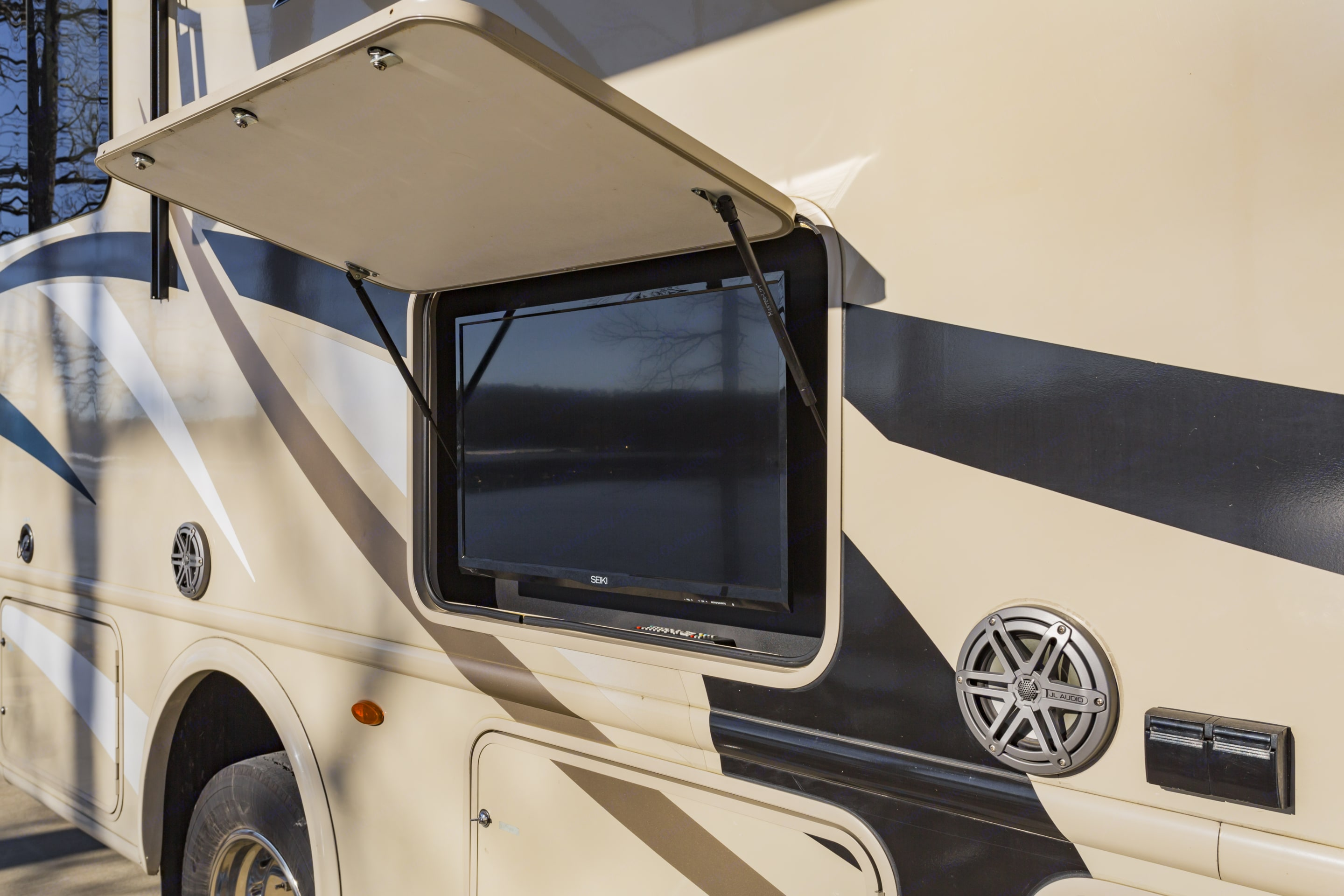 Outside TV and speakers make this RV perfect for tailgating.. Thor Motor Coach A.C.E 2017