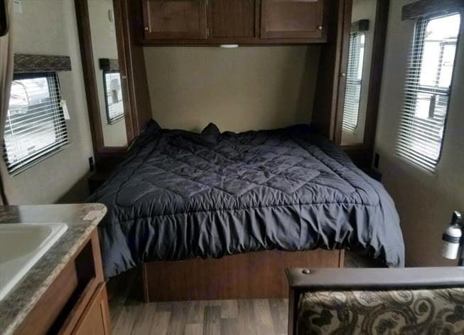 Queen size bed. Keystone Hideout 2016