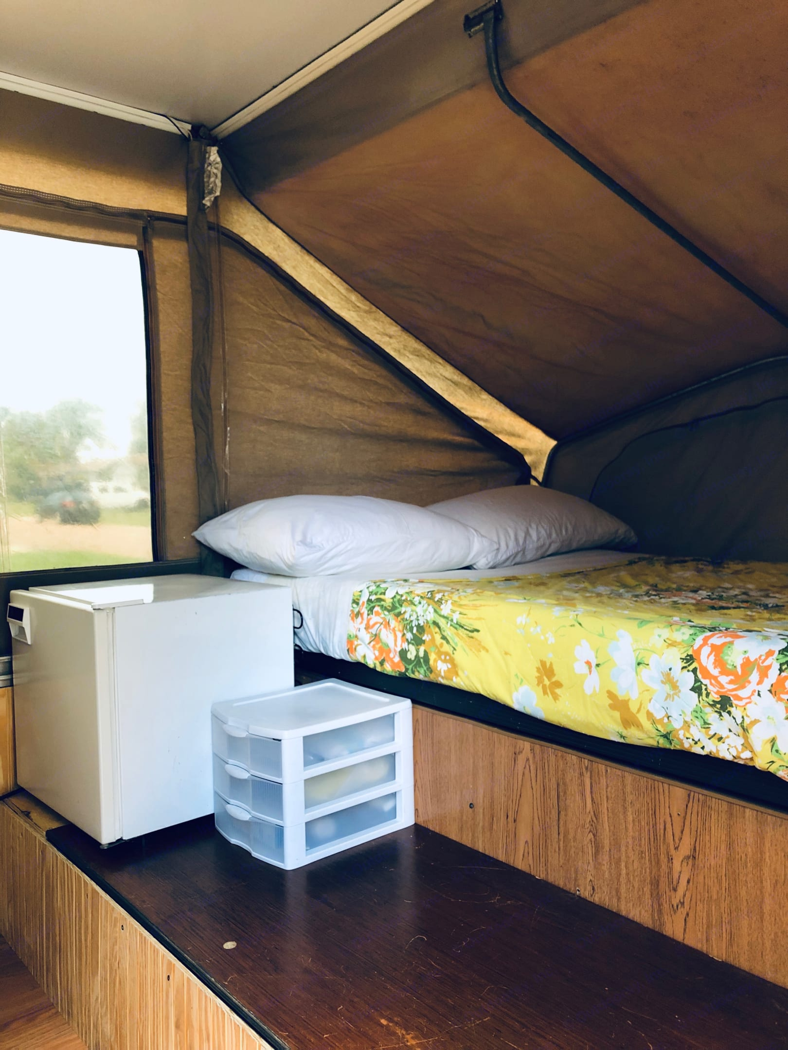 Comfortable Full Sized Bed with sheets, pillow and comforter. . Jayco Eagle 1992