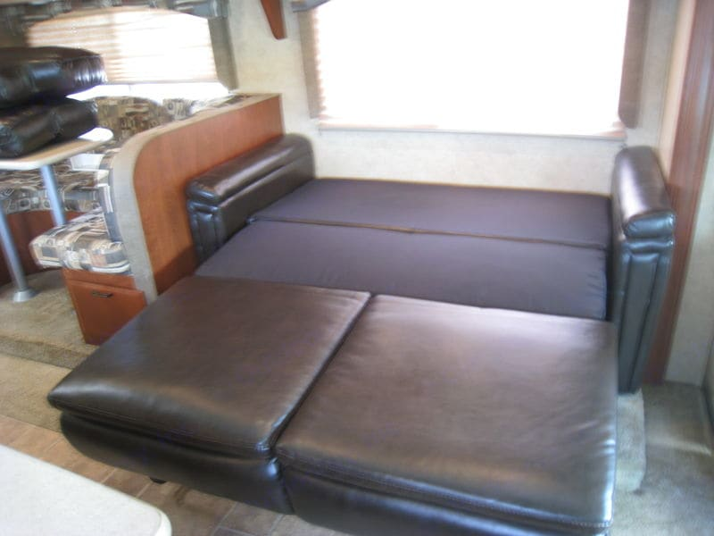 Extra sleeping space. Forest River Forester 3011DS 2011