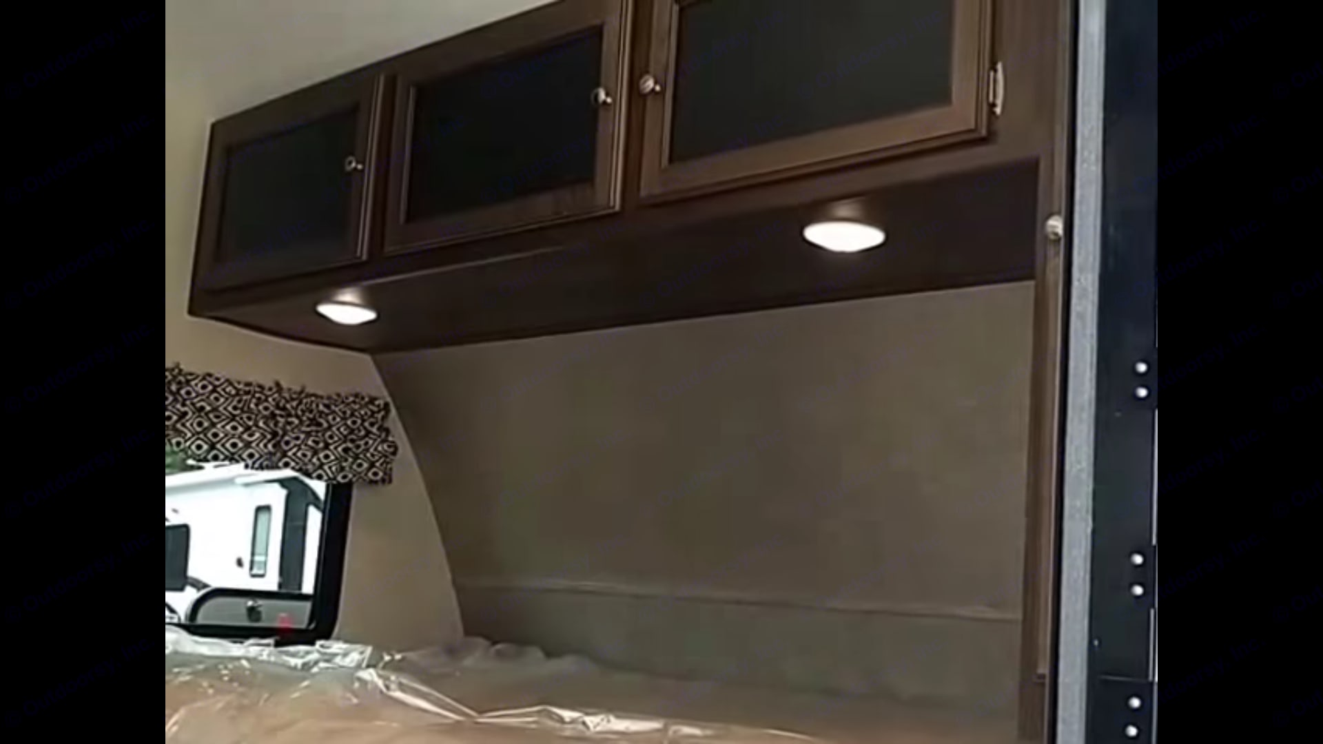 Cabinet space above queen bed.. Keystone Bullet 2018