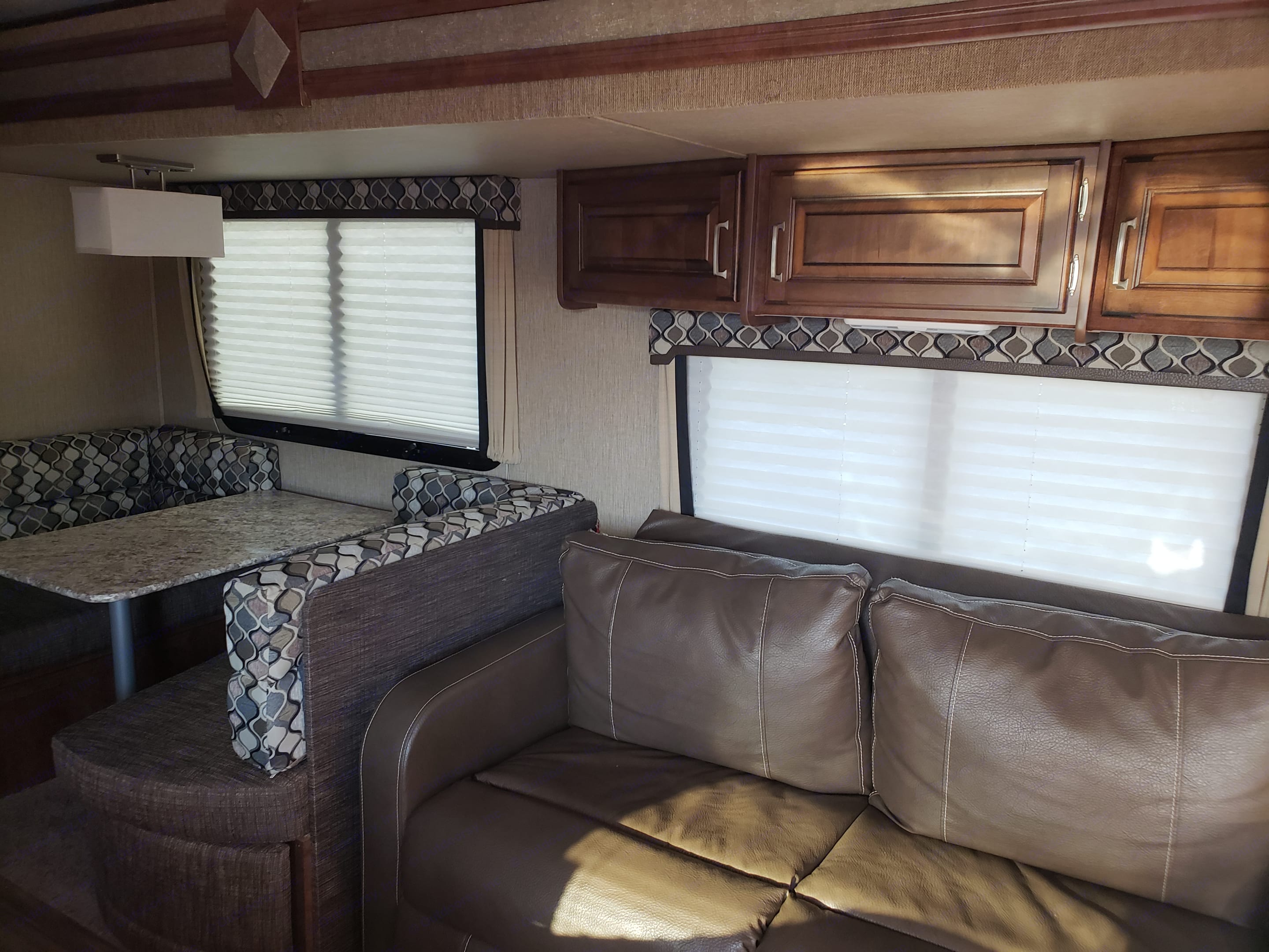 LIVING AREA ♥Large Couch - Opens to sleep 2.  ♥ Overhead Storage ♥ LED Lighting Throughout . Keystone Outback 2017