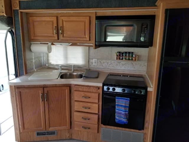 microwave and sink. Fleetwood Bounder 34F 2005