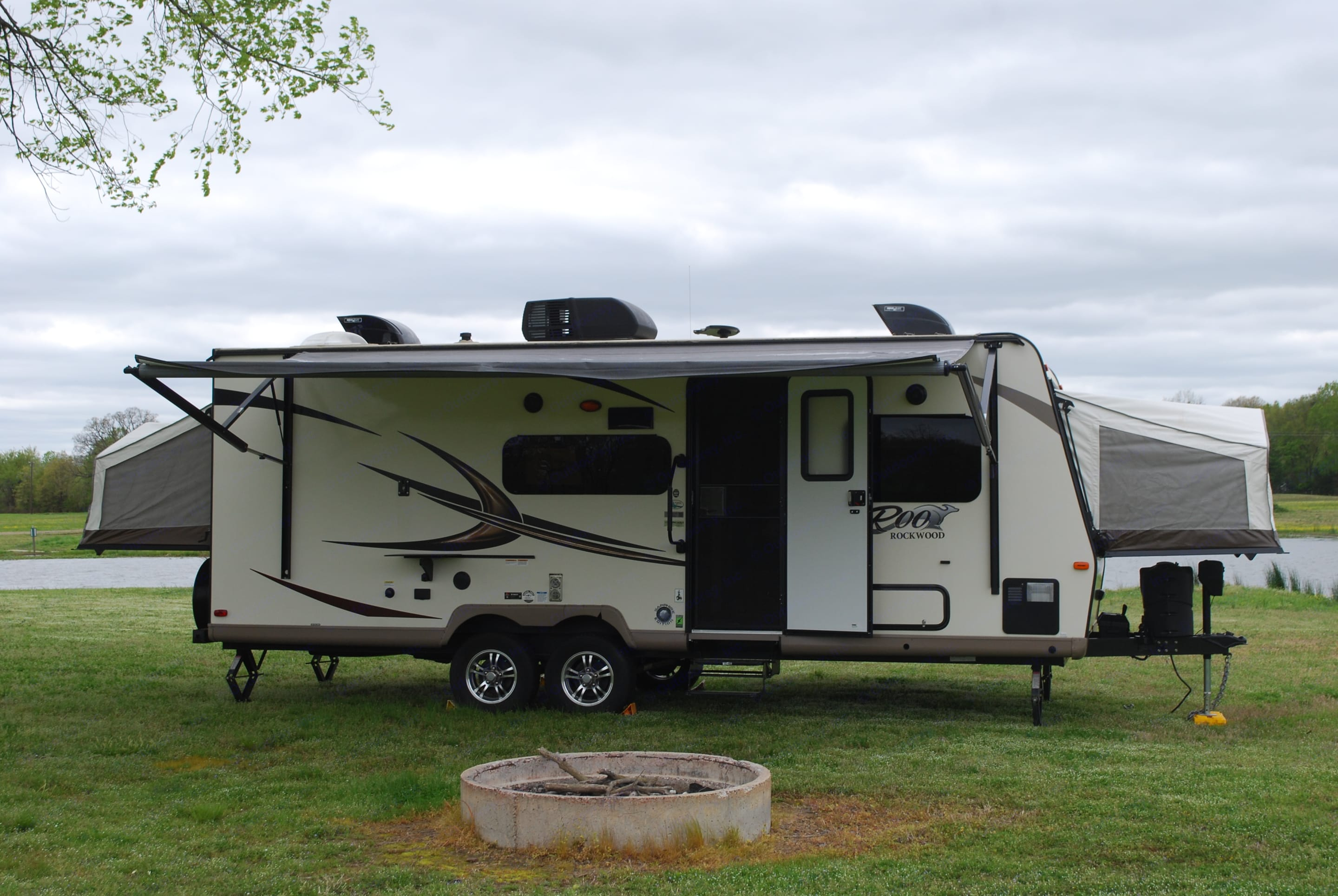 Power awning. Forest River Rockwood Roo 233S 2017