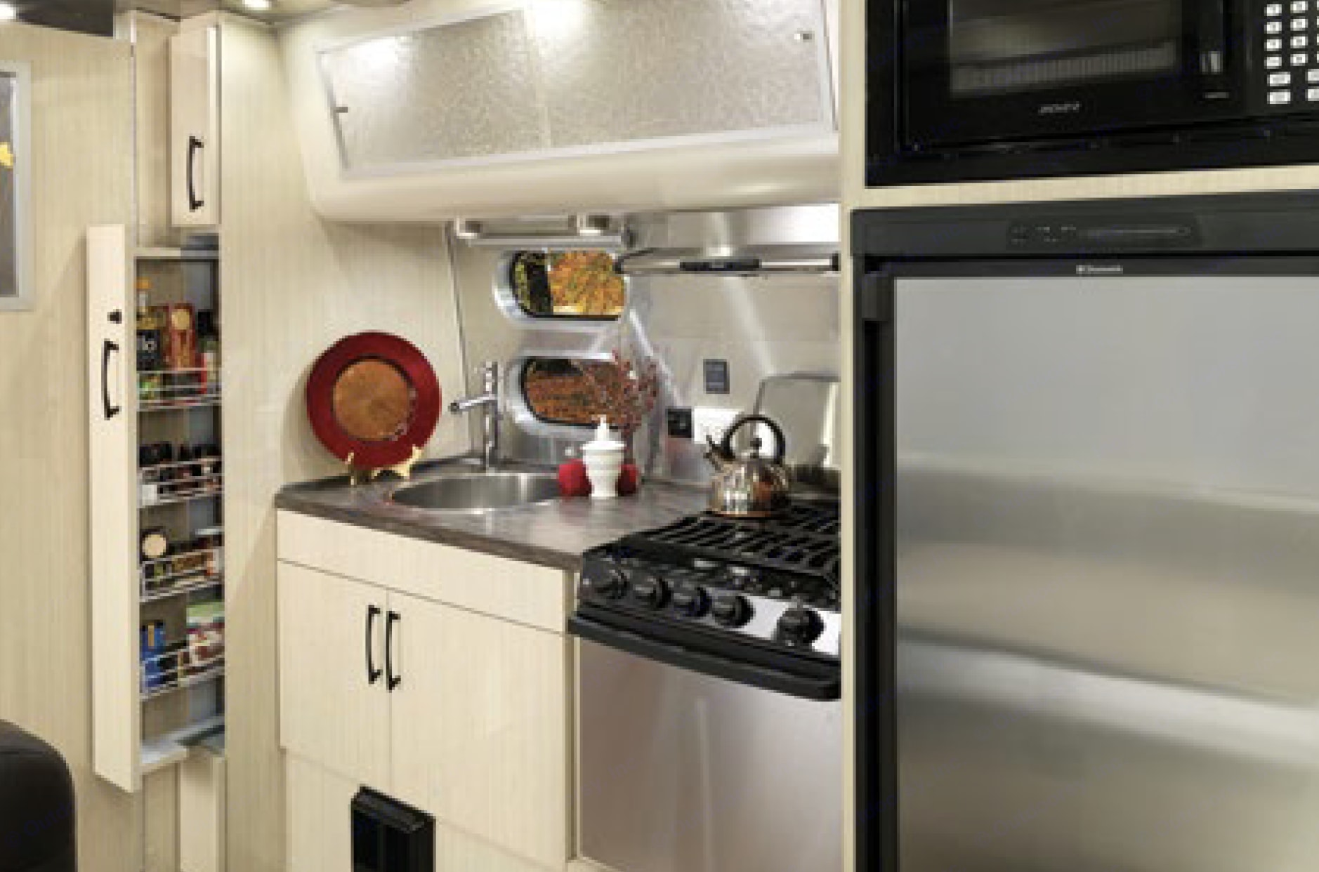 Kitchen. Airstream International 2019
