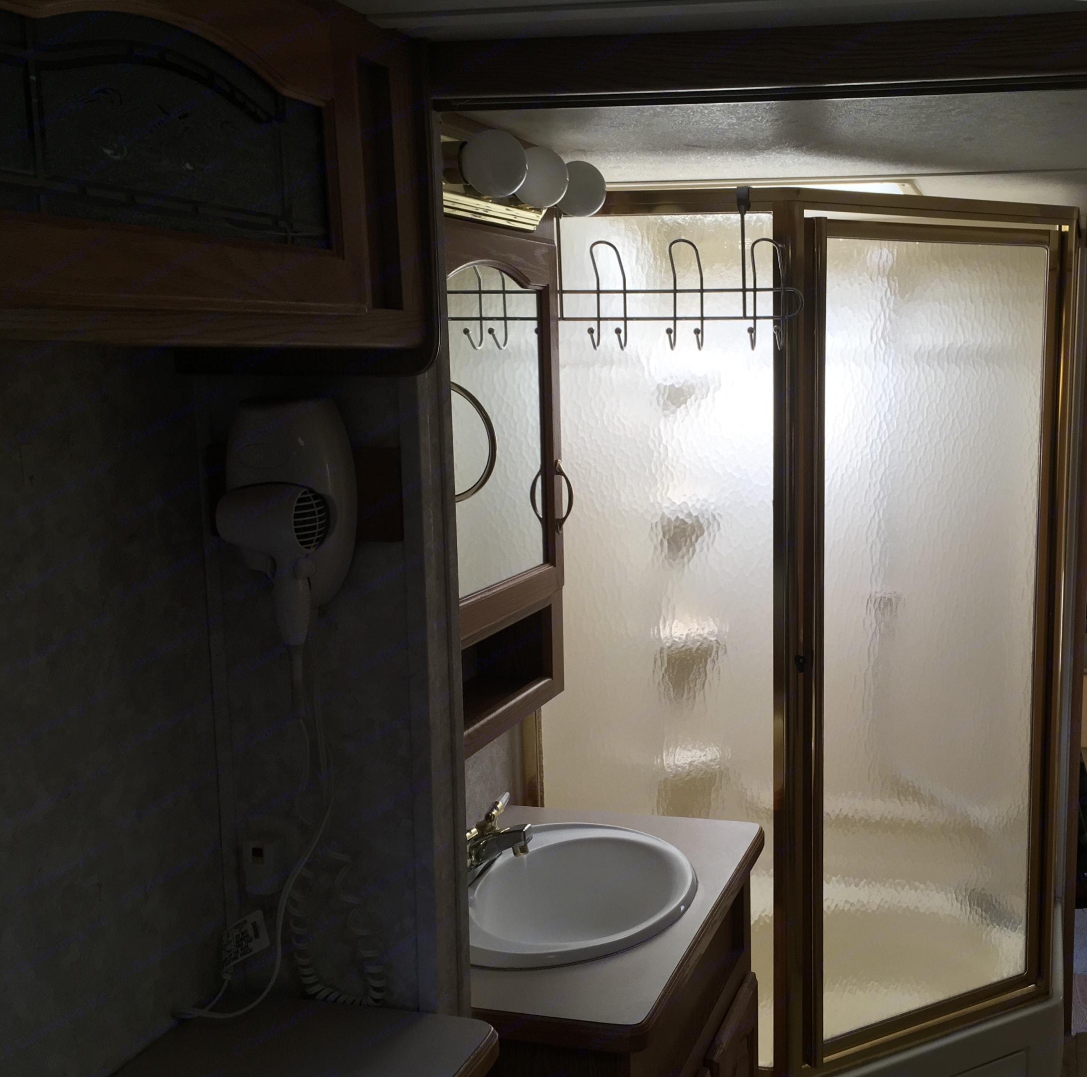 Full shower with bath tub. Keystone Montana 2004