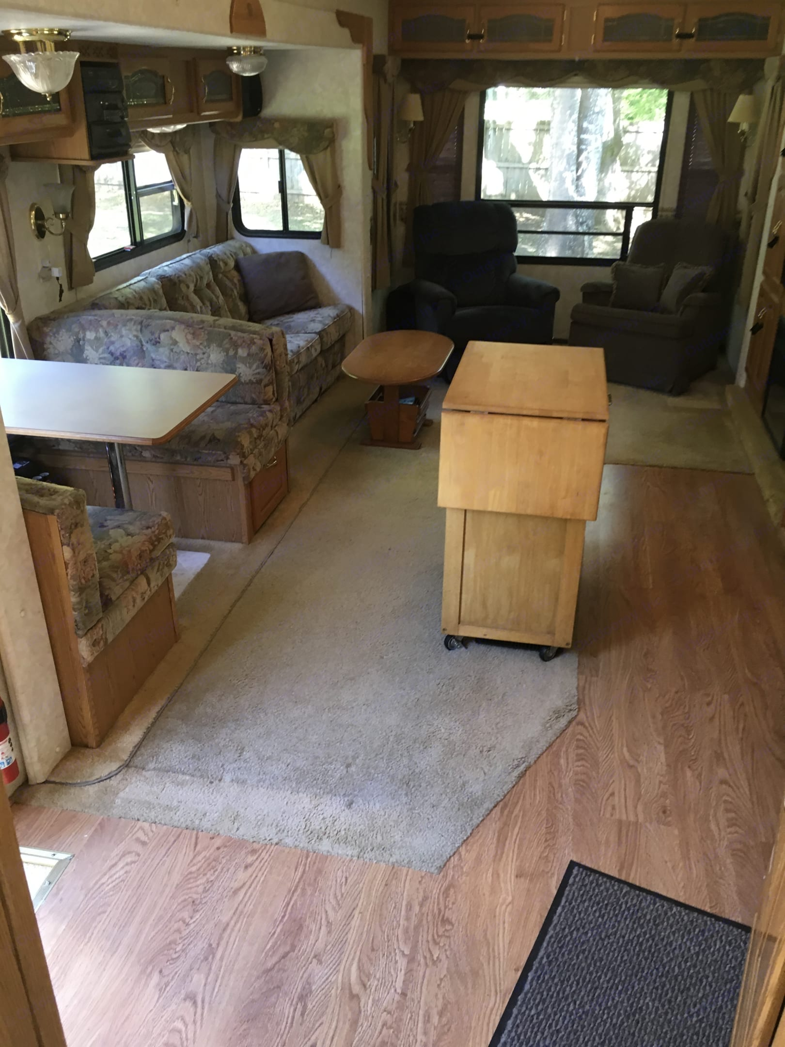 Banquet seating with movable island . Keystone Montana 2004