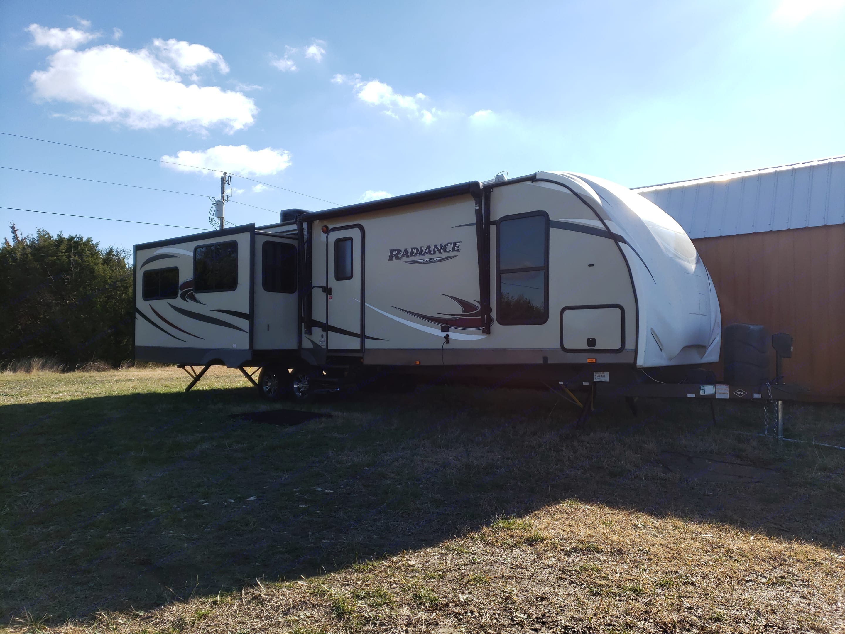 Great looking trailer, that fits all your needs. Cruiser Rv Corp Radiance 2016