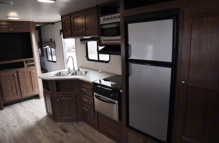 Full kitchen, 6 cubic foot fridge microwave oven and stove. Heartland Prowler Lynx 2018
