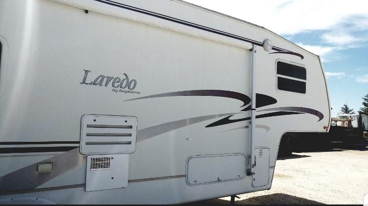 back profile view, pull out area. Keystone Laredo 2003
