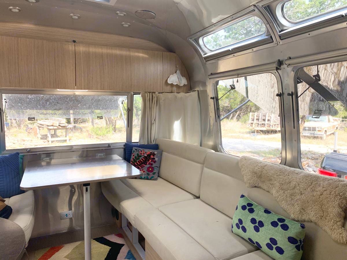 relax in the dining/living area . Airstream Flying Cloud 2018