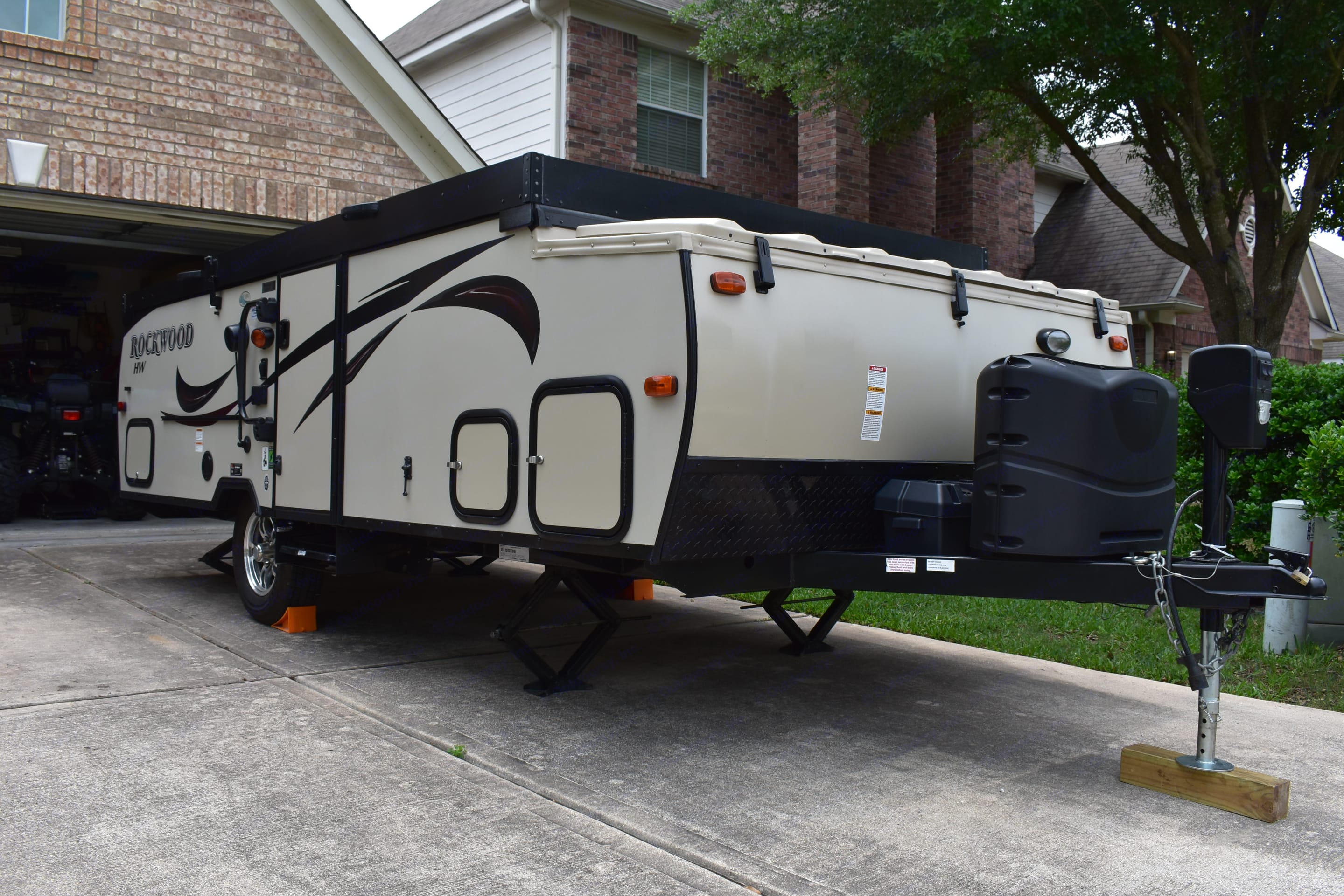 """A height of only 65"""" when lowered and ready to tow.. Forest River Rockwood A192HW 2017"""