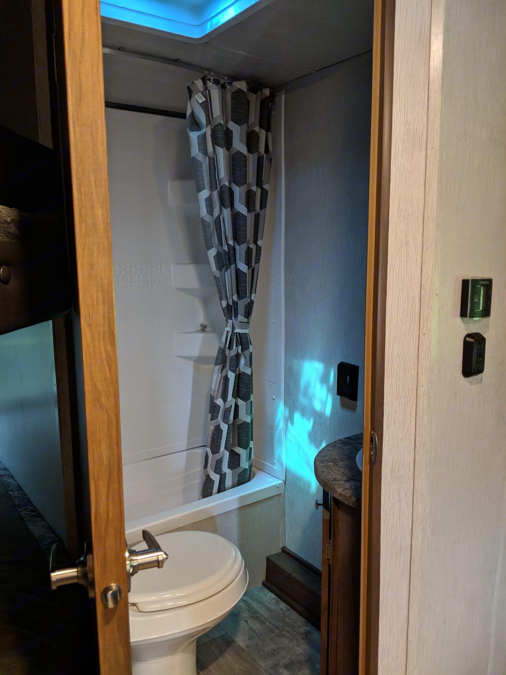 Bathroom. Heartland Pioneer 2019