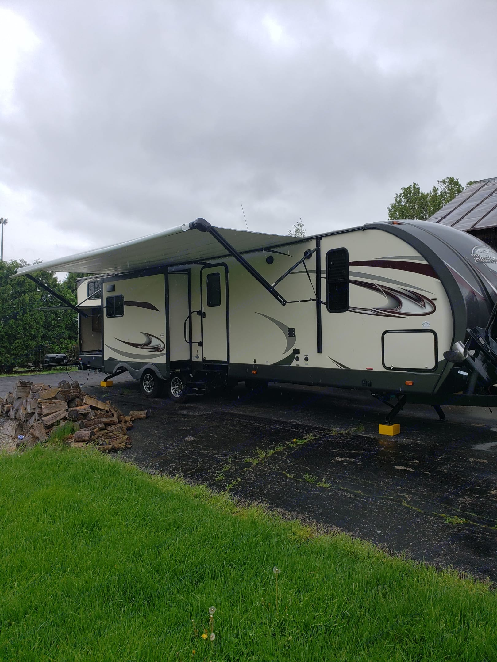 Your home away from Home. Awning is power out and in for easy set up. . Forest River Wildwood Heritage Glen 2018