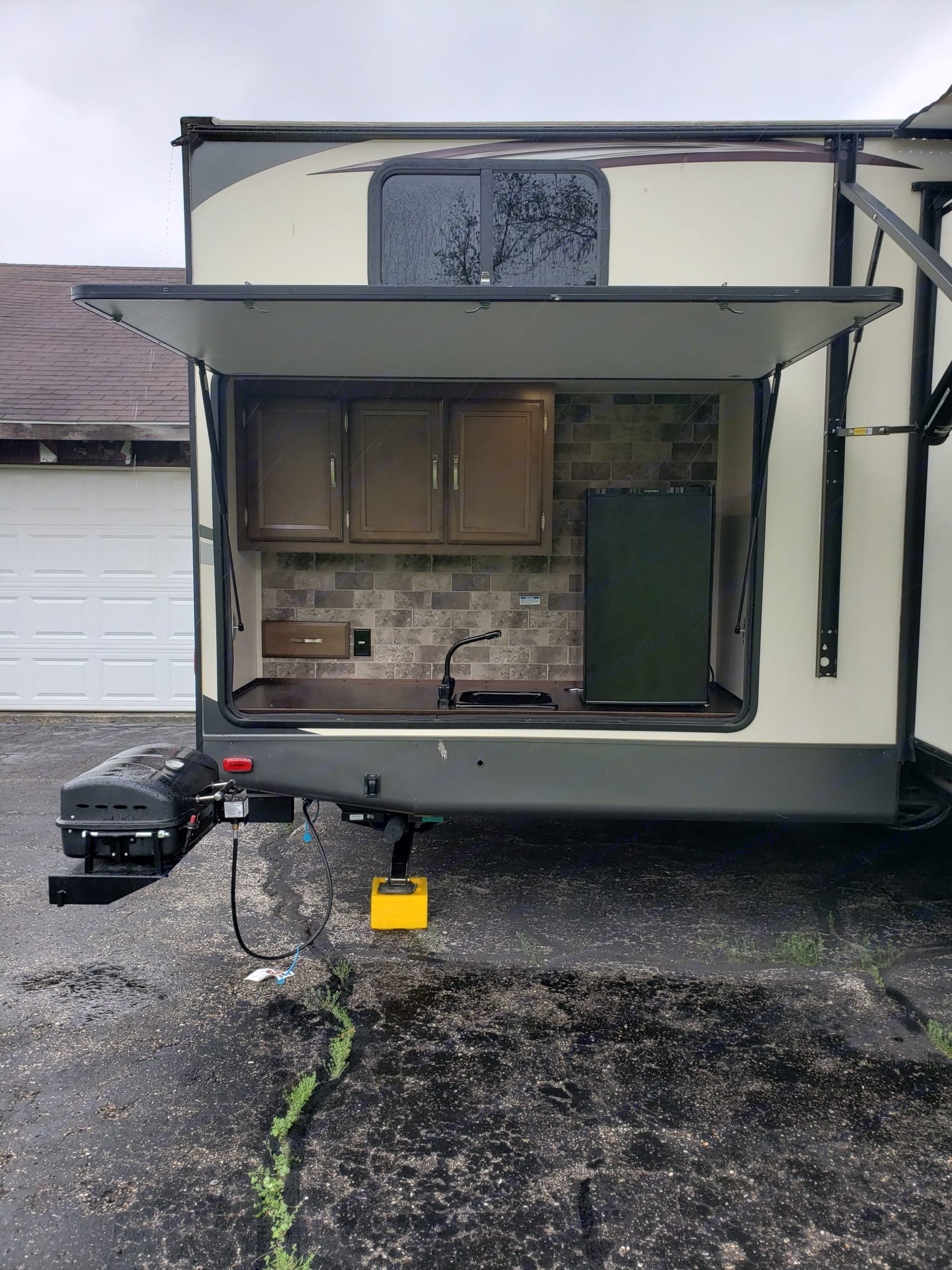 Outdoor Kitchen with propane grill, water and mini fridge for drinks. Forest River Wildwood Heritage Glen 2018