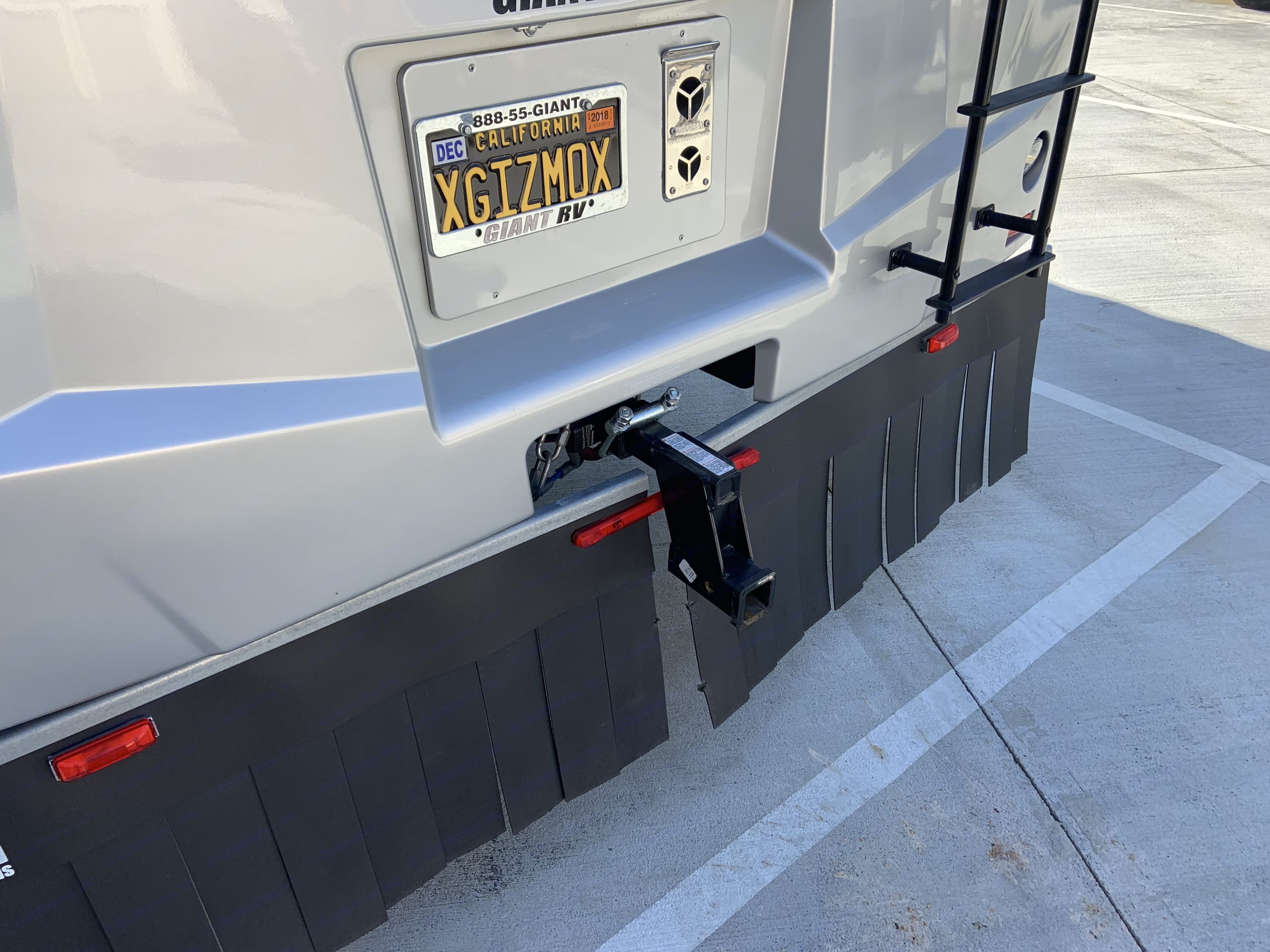 5K tow hitch w/drop receiver, rear car protector. Proof of weight of tow vehicle required. . Winnebago Adventurer 2015