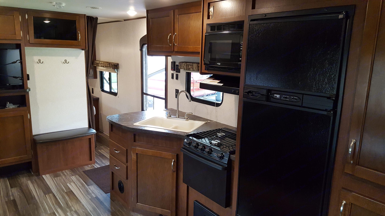 Kitchen area with access to master bedroom. Jayco Jay Flight SLX 287 BHSW 2017