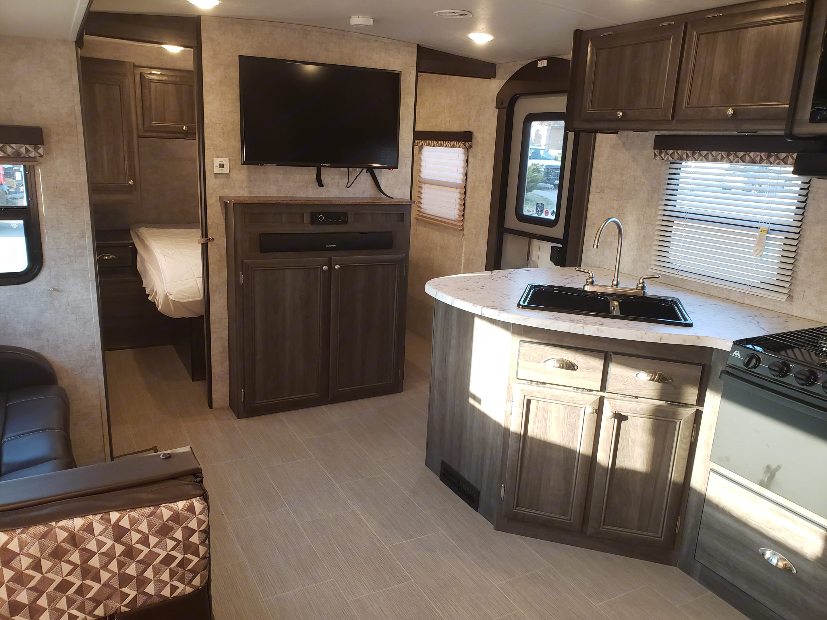 Clean and spacious. We take very good care of our unit.. Highland Ridge Open Range 2016