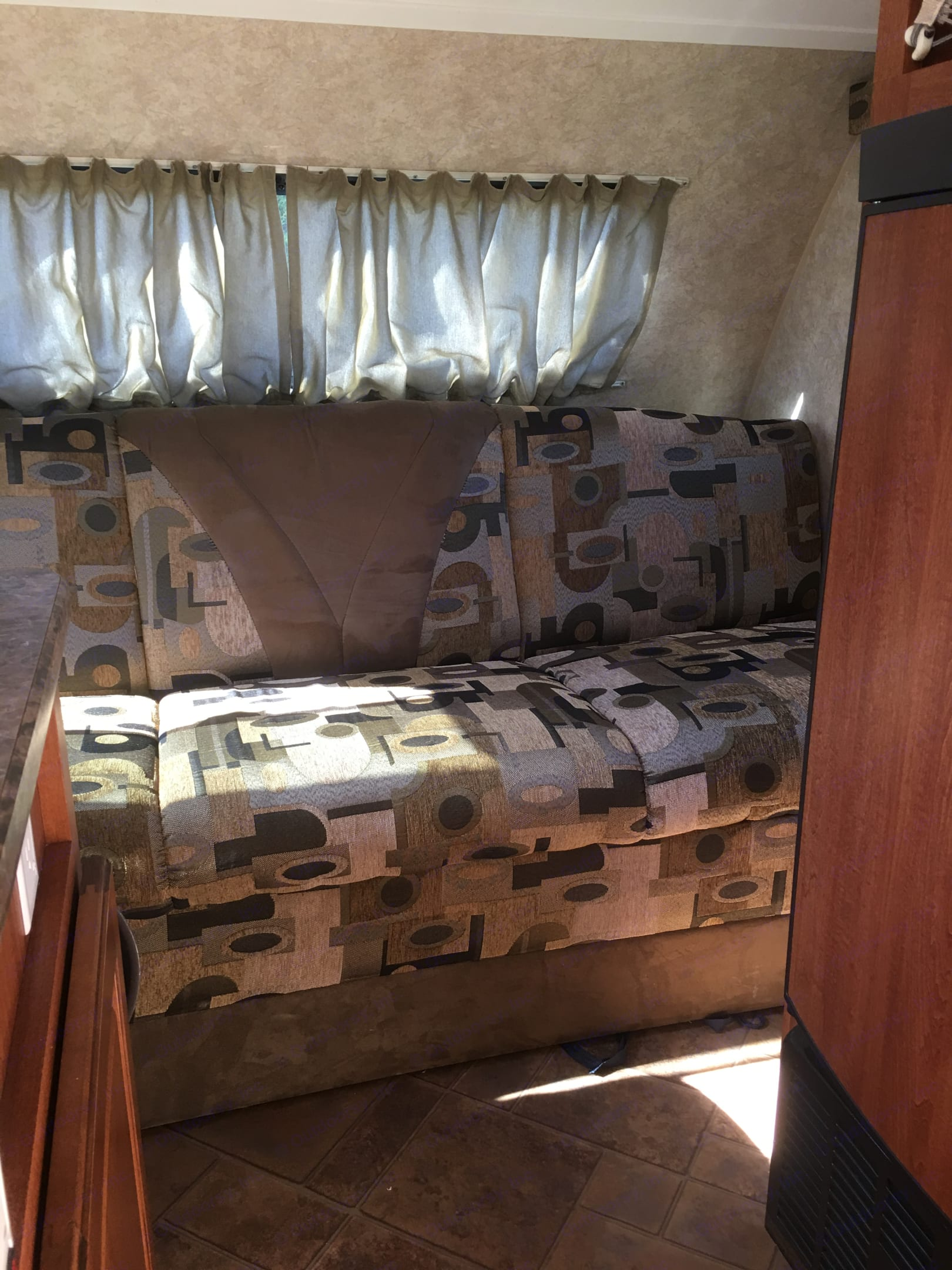 convertible couch that converts to bed. Forest River R-Pod 2009