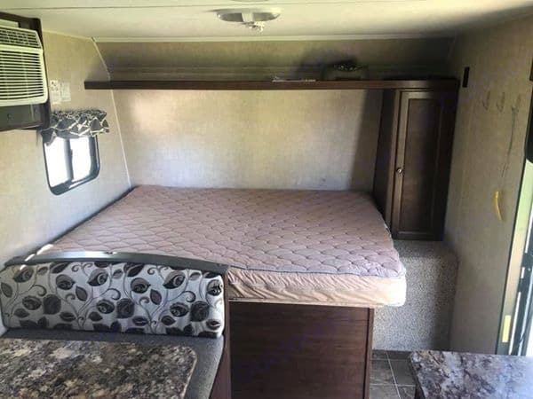 Queen bed with storage underneath. . Keystone Hideout 2016