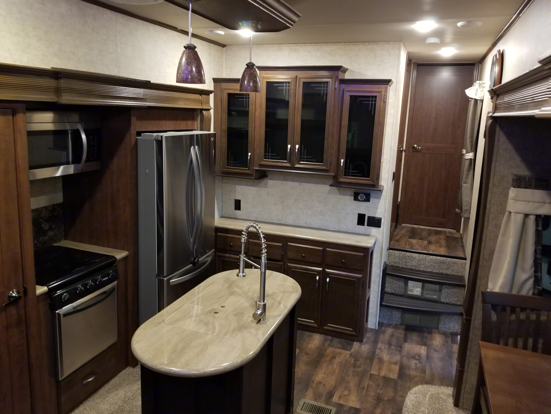 Full size refrigerator.. Forest River Sierra 2018