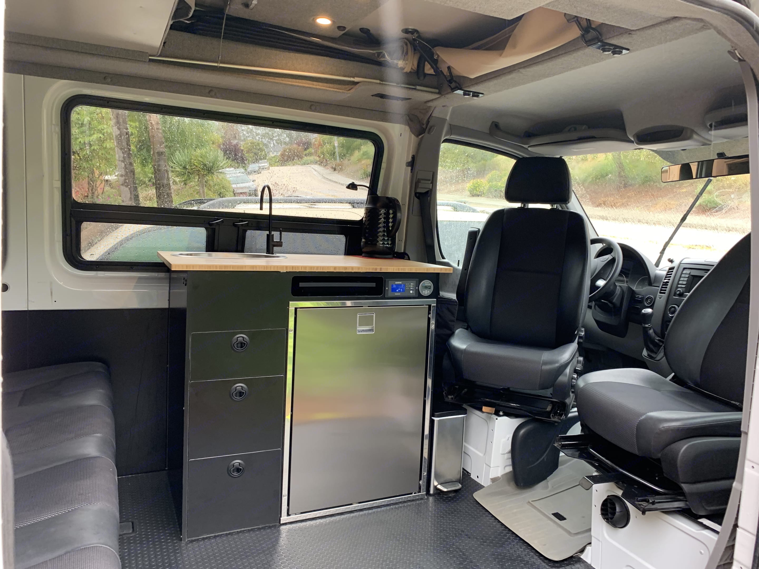 Very clean and functional interior; swivel seats, kitchen, seatbelts for 6.. Mercedes-Benz Sprinter 2018