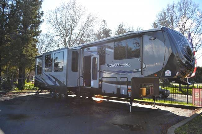 Exterior with slides out!!!. Heartland Road Warrior 2015