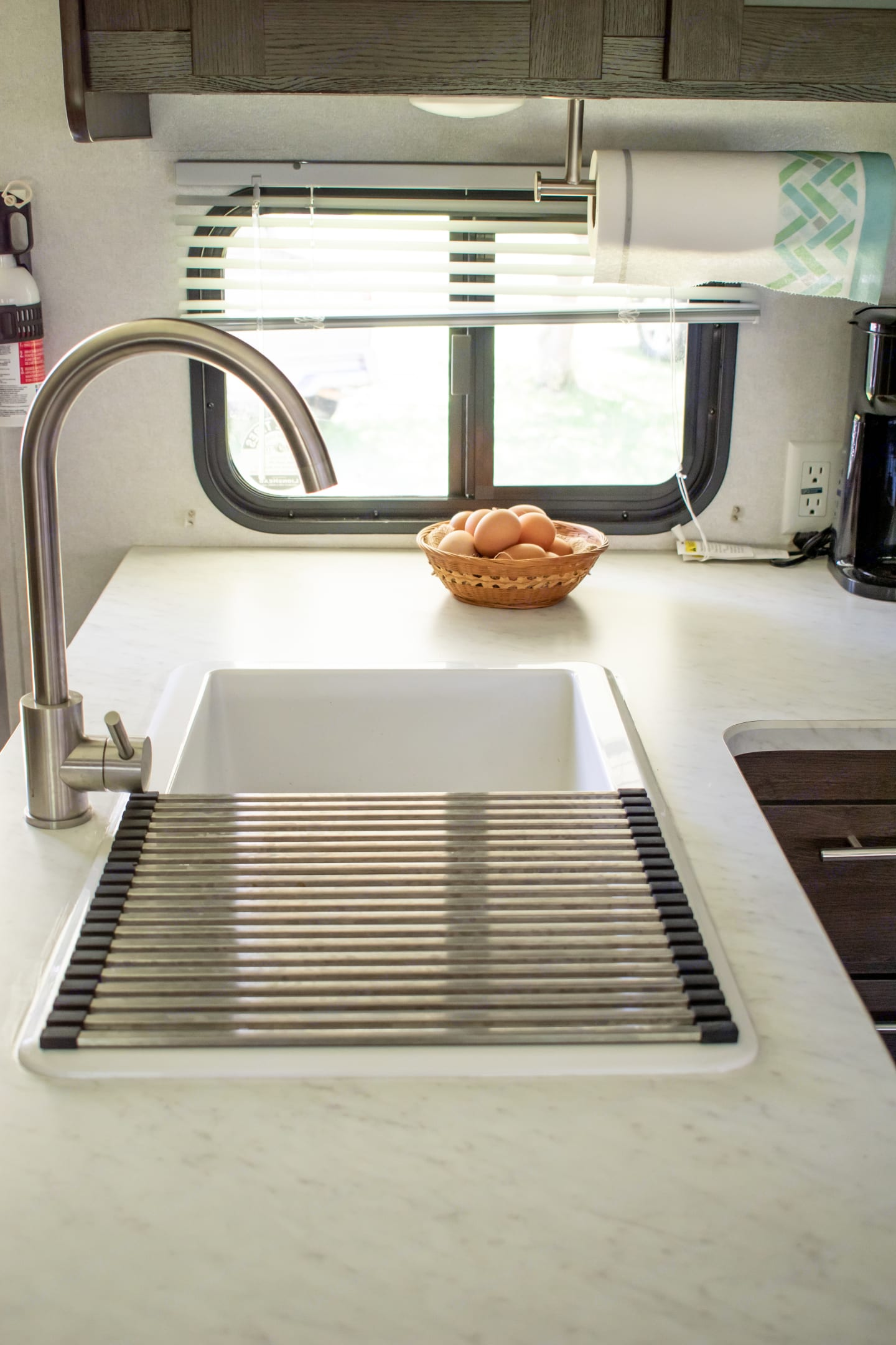Double sink with drying rack.. Forest River Cruise Lite 2020