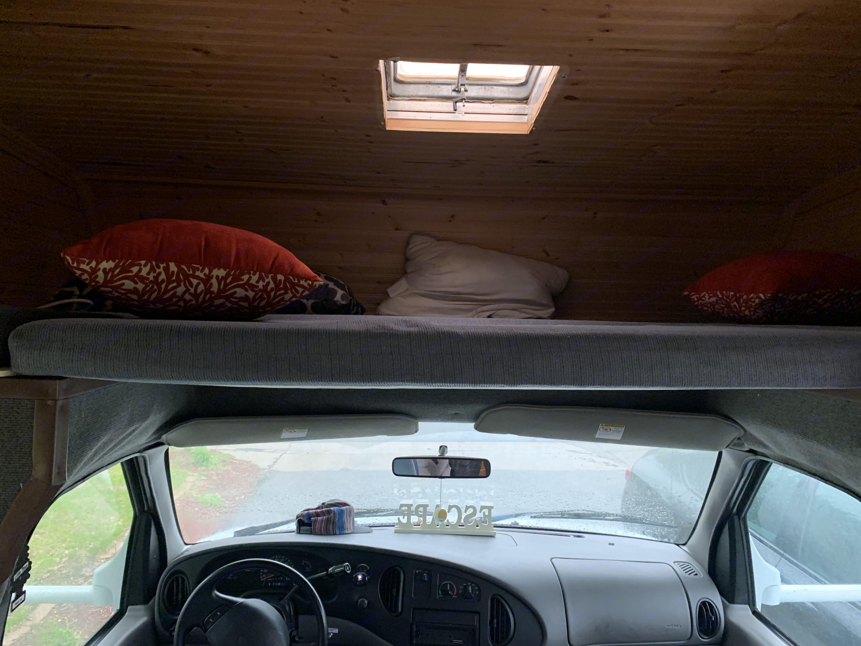 Sleeping above driver. Coachmen Pathfinder 2001