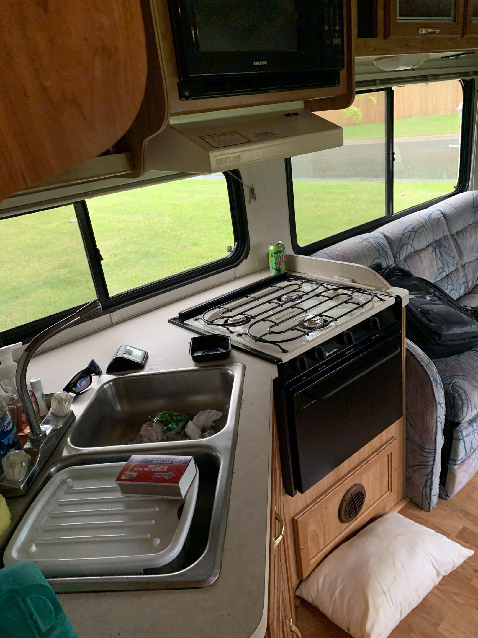 Kitchen area (stove oven and sink work). Coachmen Pathfinder 2001