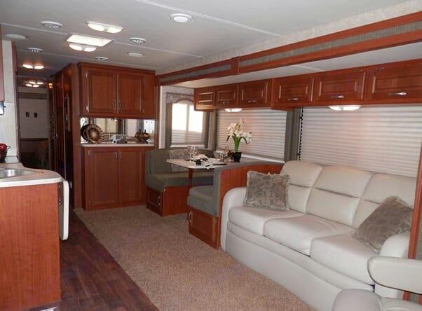 Large living space . Thor Motor Coach Hurricane 2008