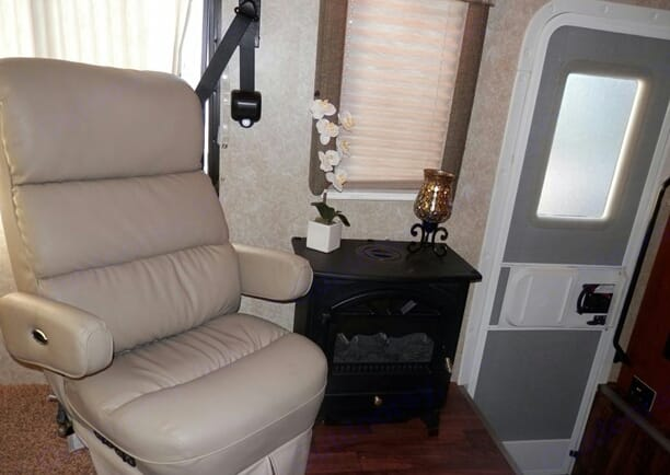 Fire place use with full hook ups on cold nights. Thor Motor Coach Hurricane 2008