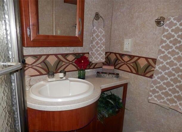 Bathroom walk in shower. Thor Motor Coach Hurricane 2008