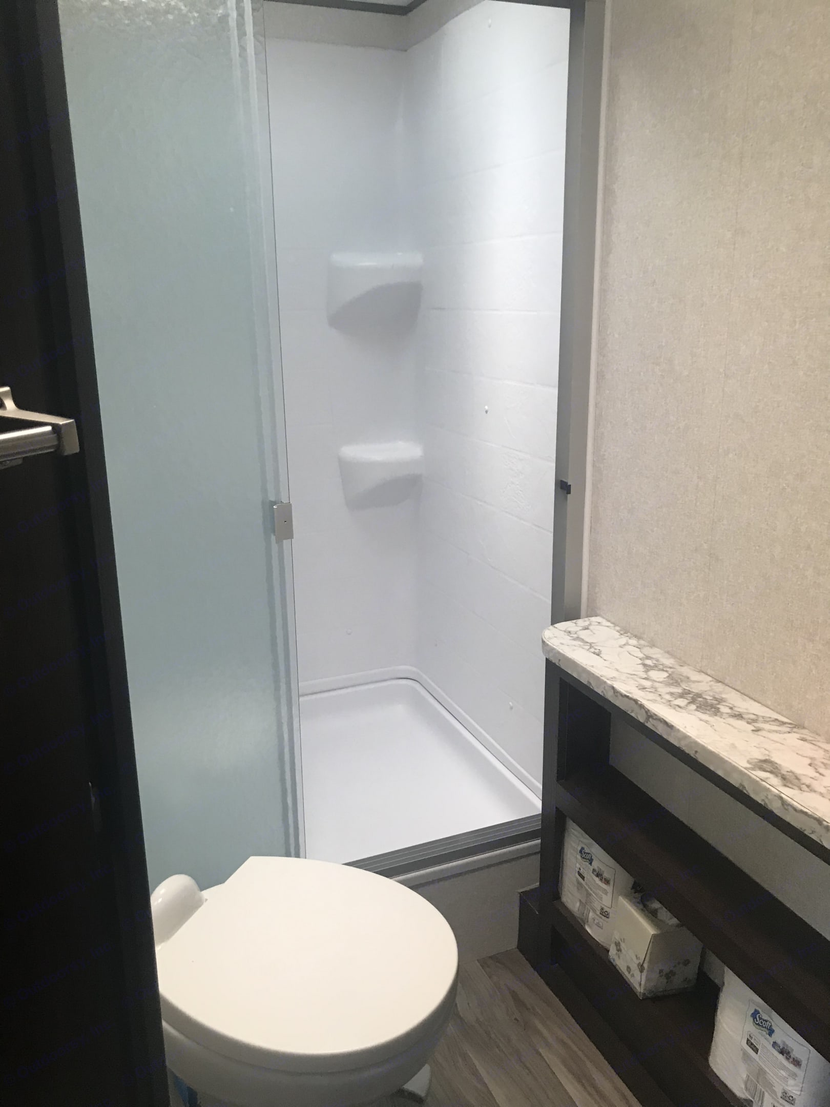 Room to move in this shower, no cramped space here..... Jayco Jay Flight 2018