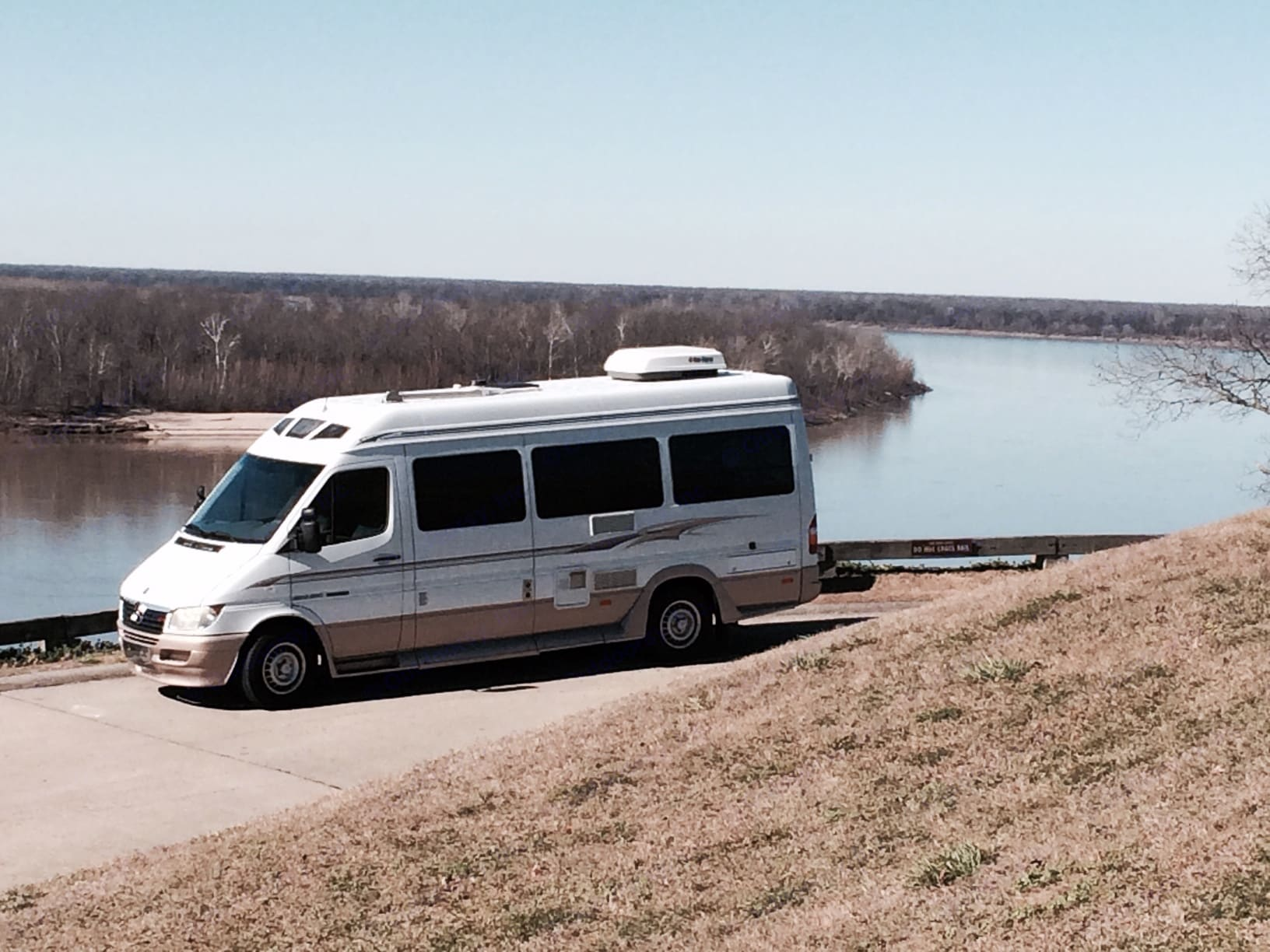 Touring is a breeze without the drag of a tow vehicle!  From the Mississippi river to Dallas on less than 2/3 of a tank!. Roadtrek Adventurous Rs 2006