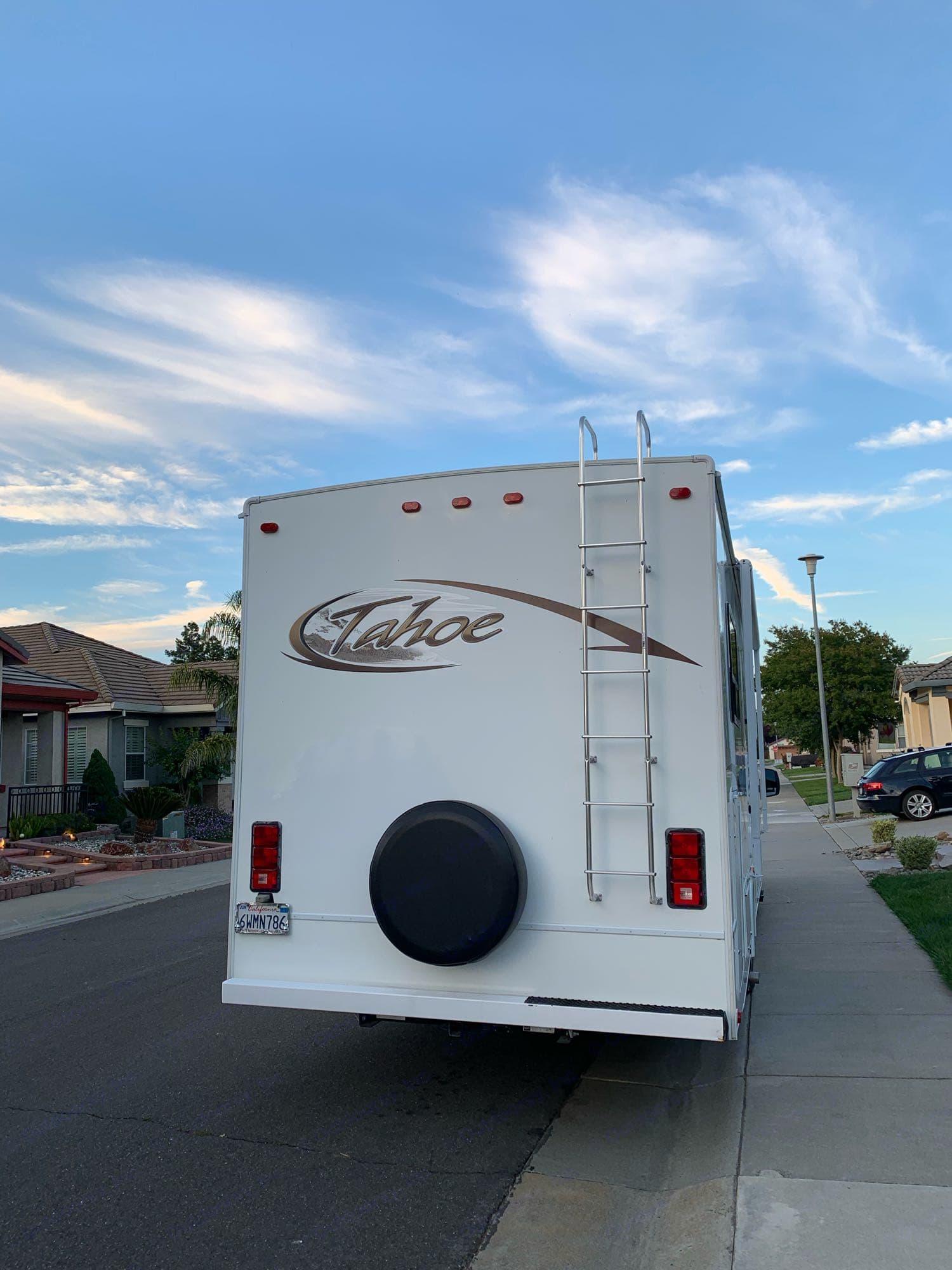 Thor Motor Coach Tahoe 2012