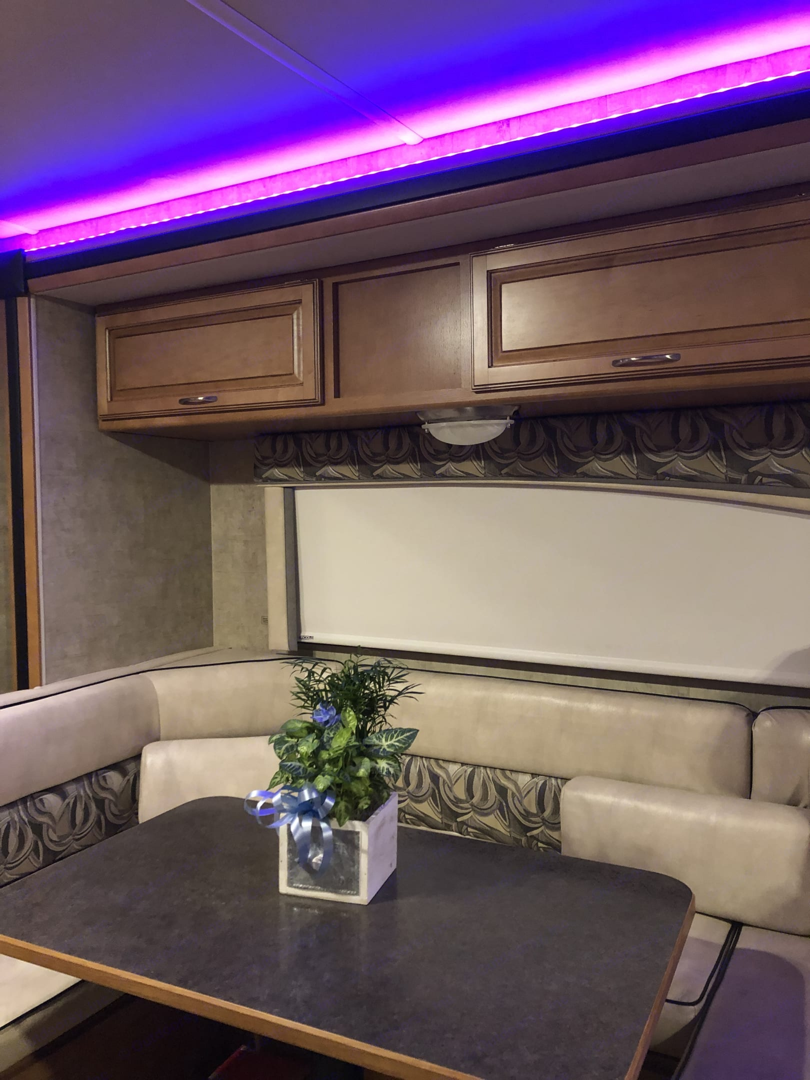Comfortable U-shaped dining table converts into a spacious bed for two!. Winnebago Itasca Spirit Silver 2015