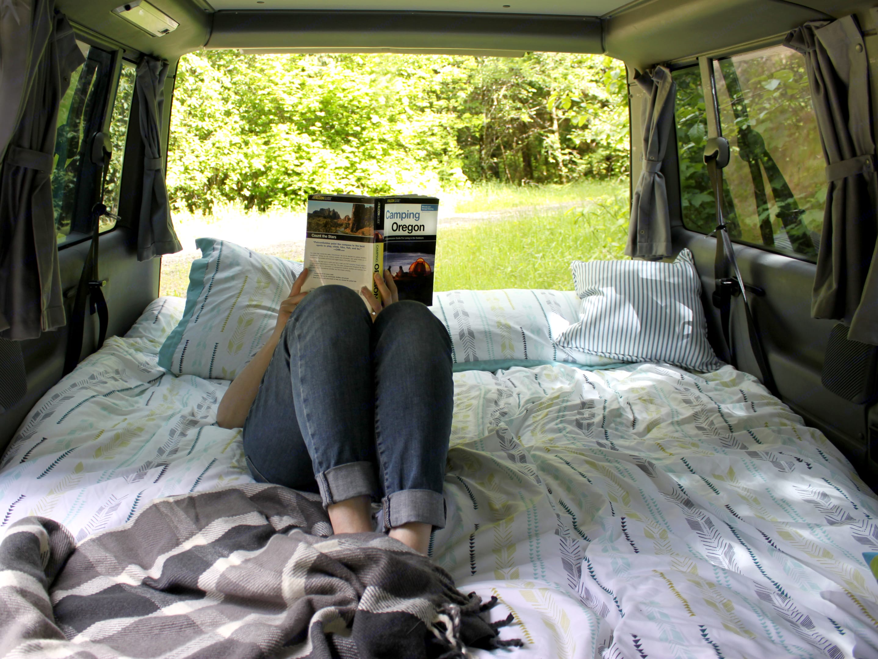 Cozy up with a nice book while enjoying fresh air.. Volkswagen Eurovan Weekender 1993